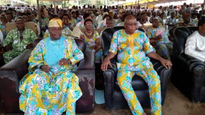 Jean Gounongbé président de l'Association Mahi-Houindo à droite