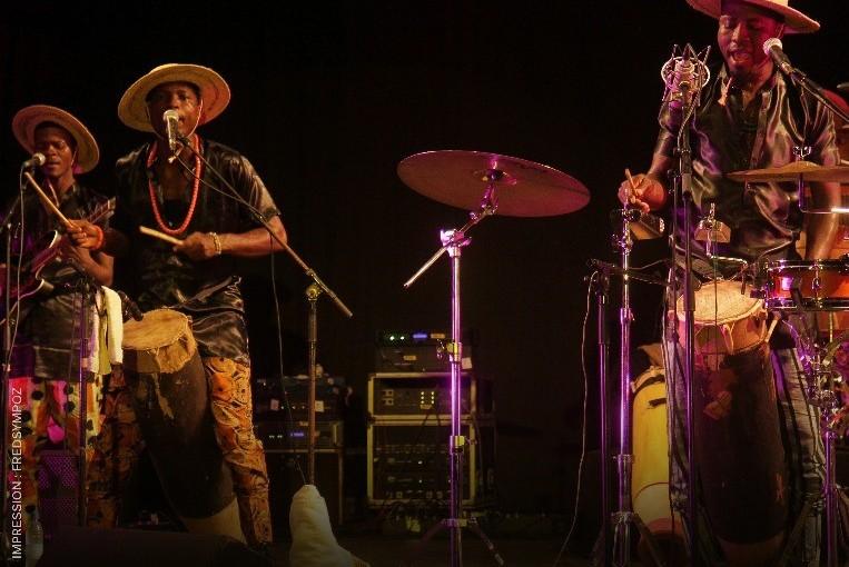 Bénin: Le groupe Wood Sound sur scène, percussions et fusions musicales aurendez-vous
