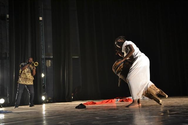 Danse contemporaine: Neuf couches de rouge/ La tchikoumbifuriosa